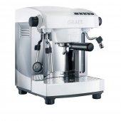 Ponadczasowy design urządzenia i liczne, rozbudowane funkcje, umożliwiają  przygotować doskonałe espresso i inne kawy, niczym profesjonalny barista.