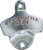 Ścienny otwieracz do butelek ze stali chromowanej 7 x 8 cm.APS 93124