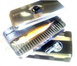 Mała wędzarenka z wysokiej jakości stali nierdzewnej do ryb, kurczaka i czerwonego mięsa zasilana paliwem turystycznym (dwa palniki), regulacja powietrza w pokrywie.